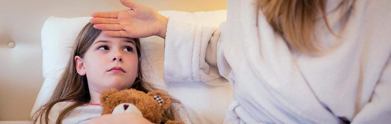 ¿Cómo bajarle la fiebre a un bebé o un niño?.jpg