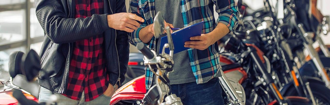 Cosas que debes evitar al comprar una moto